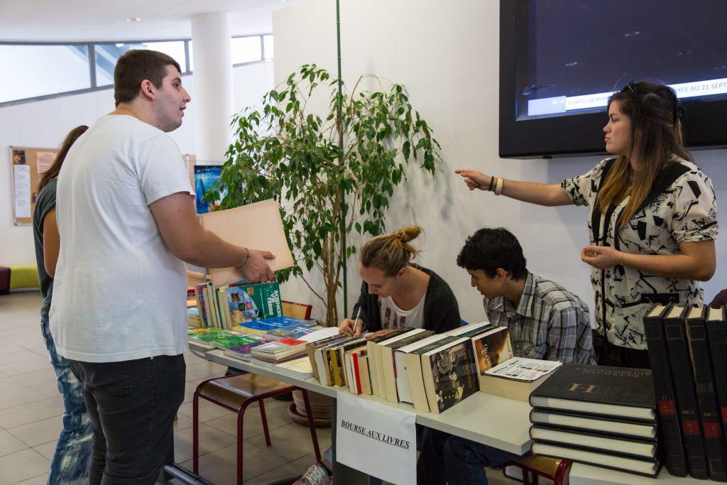 Bourse aux livres organisée par l'association étudiante Aiutu studientinu