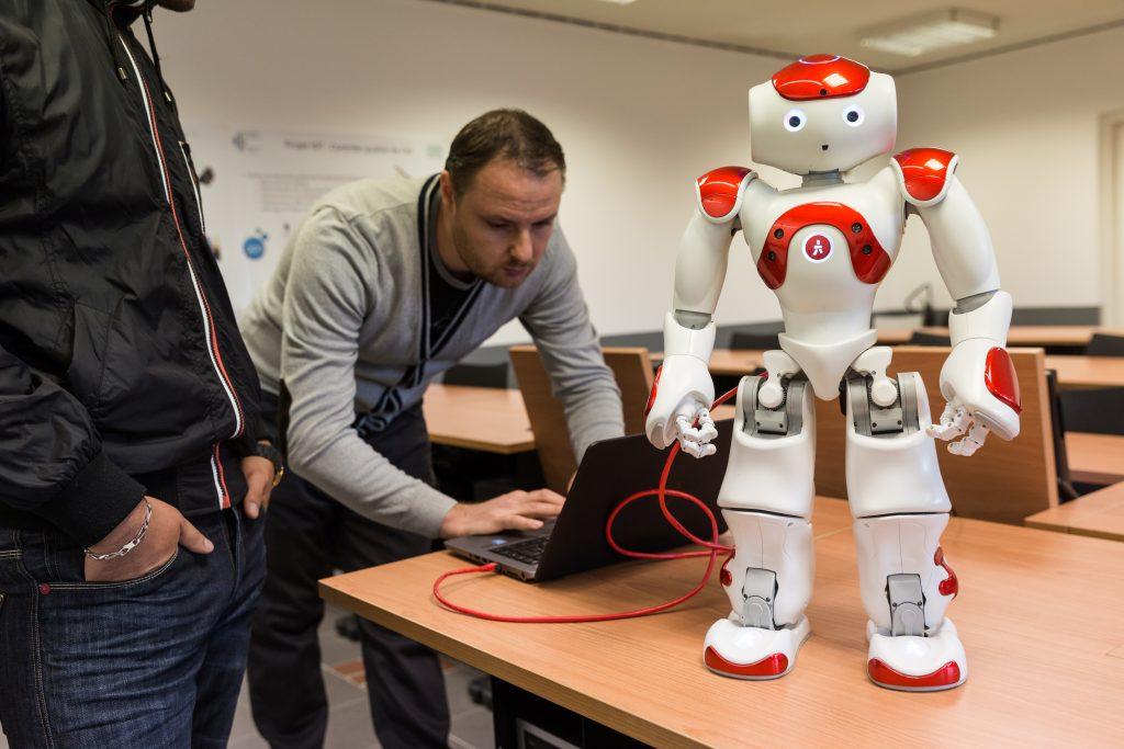 Le robot humanoïde Nao, utilisé par le département informatique de l'Université de Corse